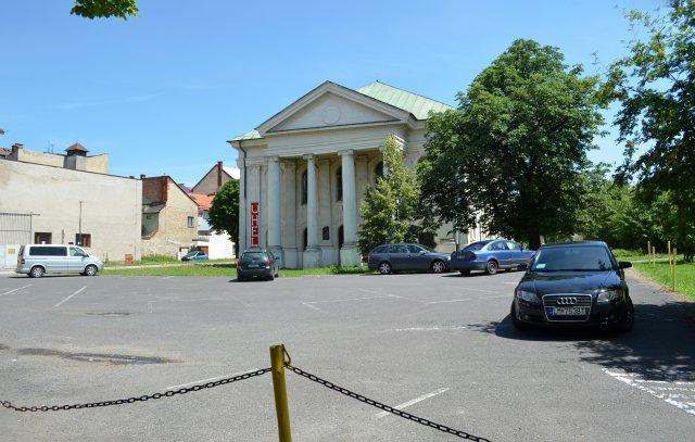 Prostor před synagogou